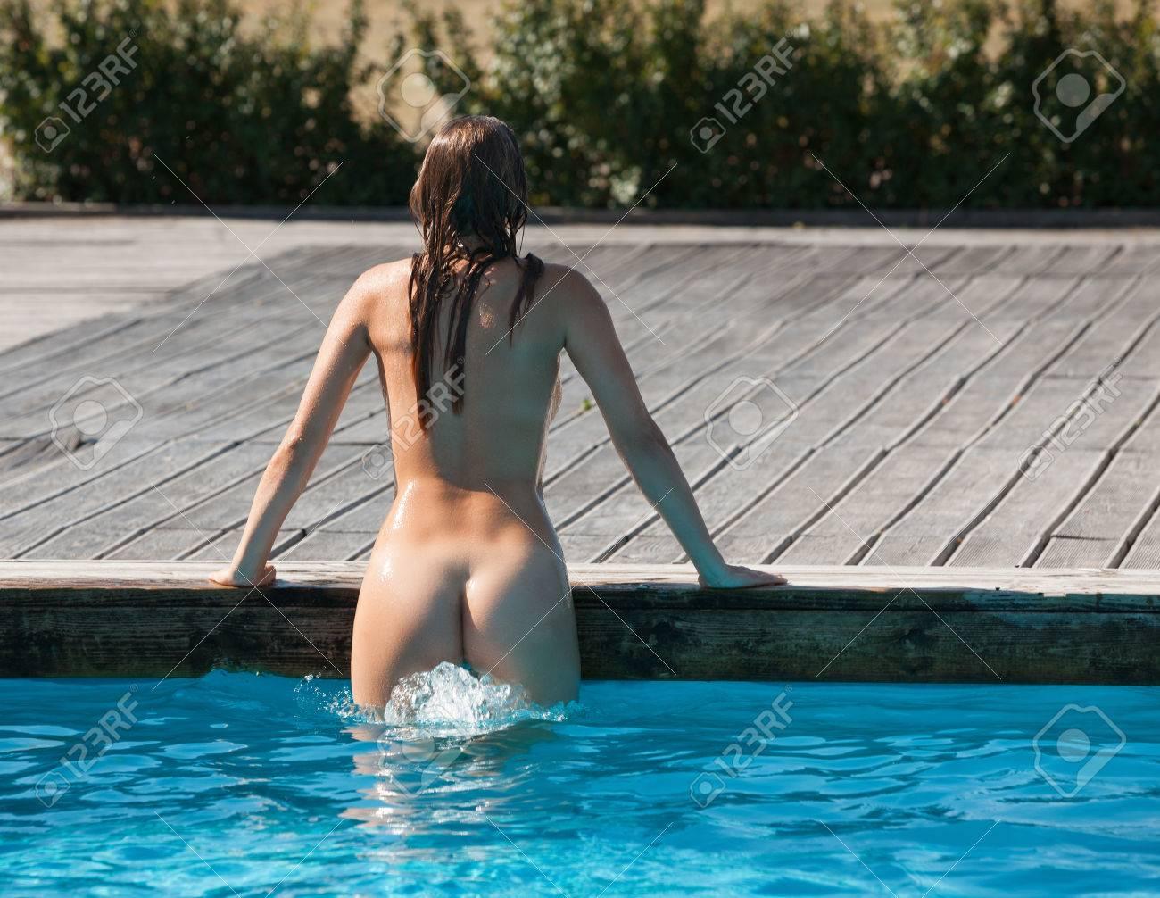 Im swimmbad nackt Nackt Im