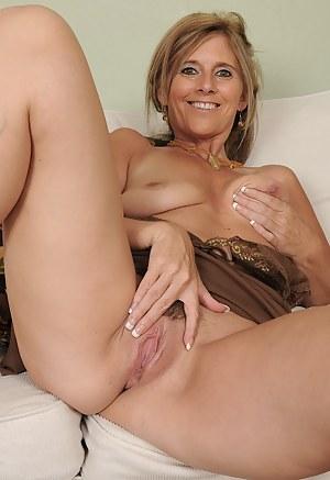 lap dance lesbian erotic