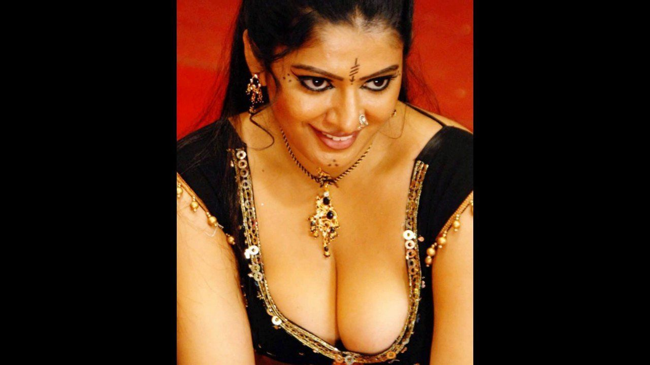 boob showing actress