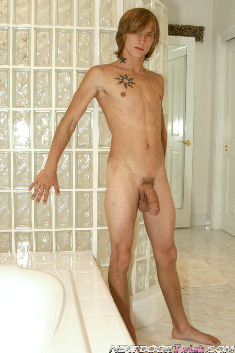 home twink nude