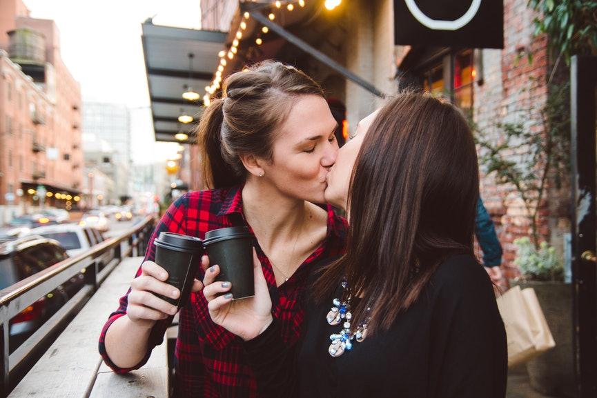 lesbian first date